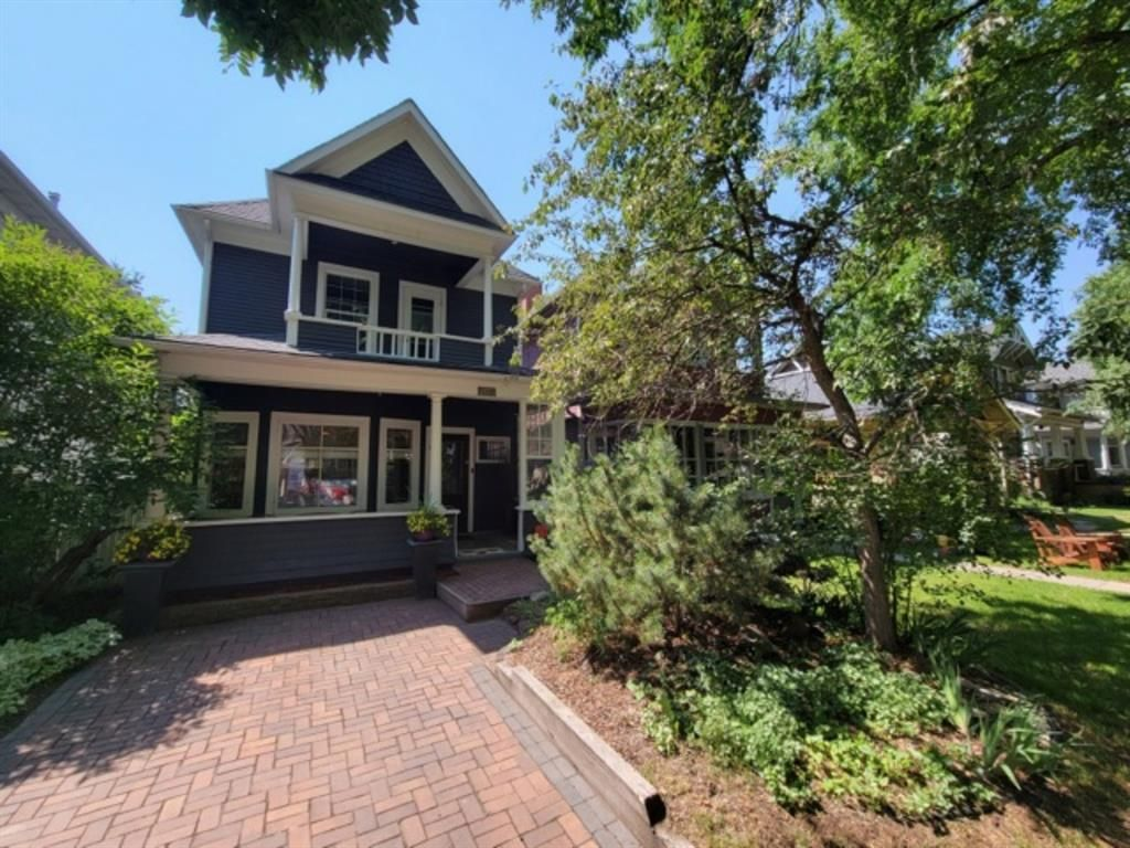 Main Photo: 1715 13 Avenue SW in Calgary: Sunalta Detached for sale : MLS®# A1129497