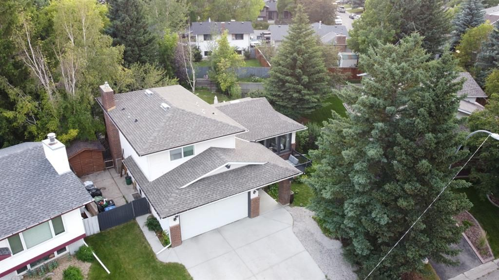 Main Photo: 56 BROOKPARK Mews SW in Calgary: Braeside Detached for sale : MLS®# A1018102