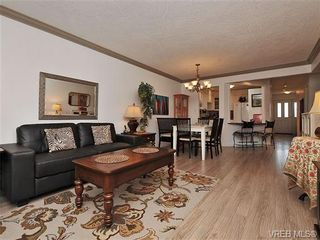 Photo 3: 7 126 Hallowell Rd in VICTORIA: VR Glentana Row/Townhouse for sale (View Royal)  : MLS®# 647851