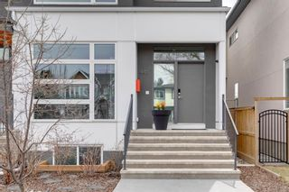 Photo 3: 441 22 Avenue NE in Calgary: Winston Heights/Mountview Semi Detached for sale : MLS®# A1106581