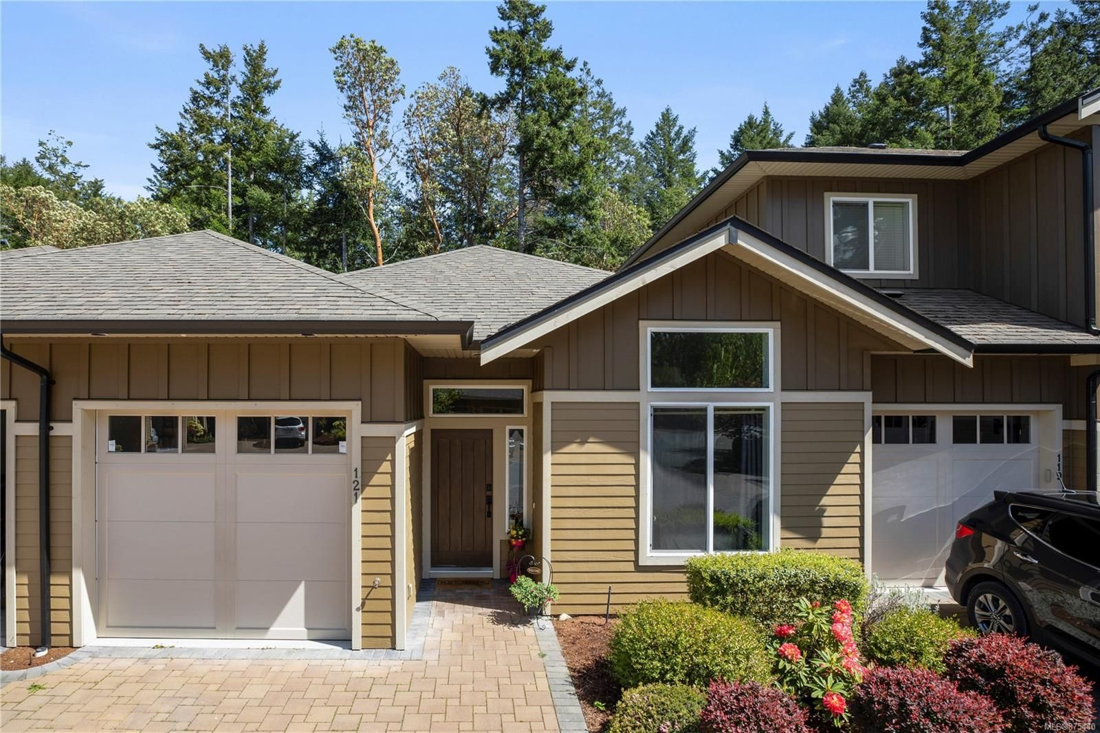 Main Photo: 121 3640 Propeller Pl in : Co Royal Bay Row/Townhouse for sale (Colwood)  : MLS®# 875440