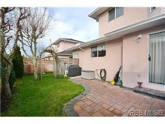 Photo 2: Photos: 3 10045 Fifth St in SIDNEY: Si Sidney North-East Row/Townhouse for sale (Sidney)  : MLS®# 595091