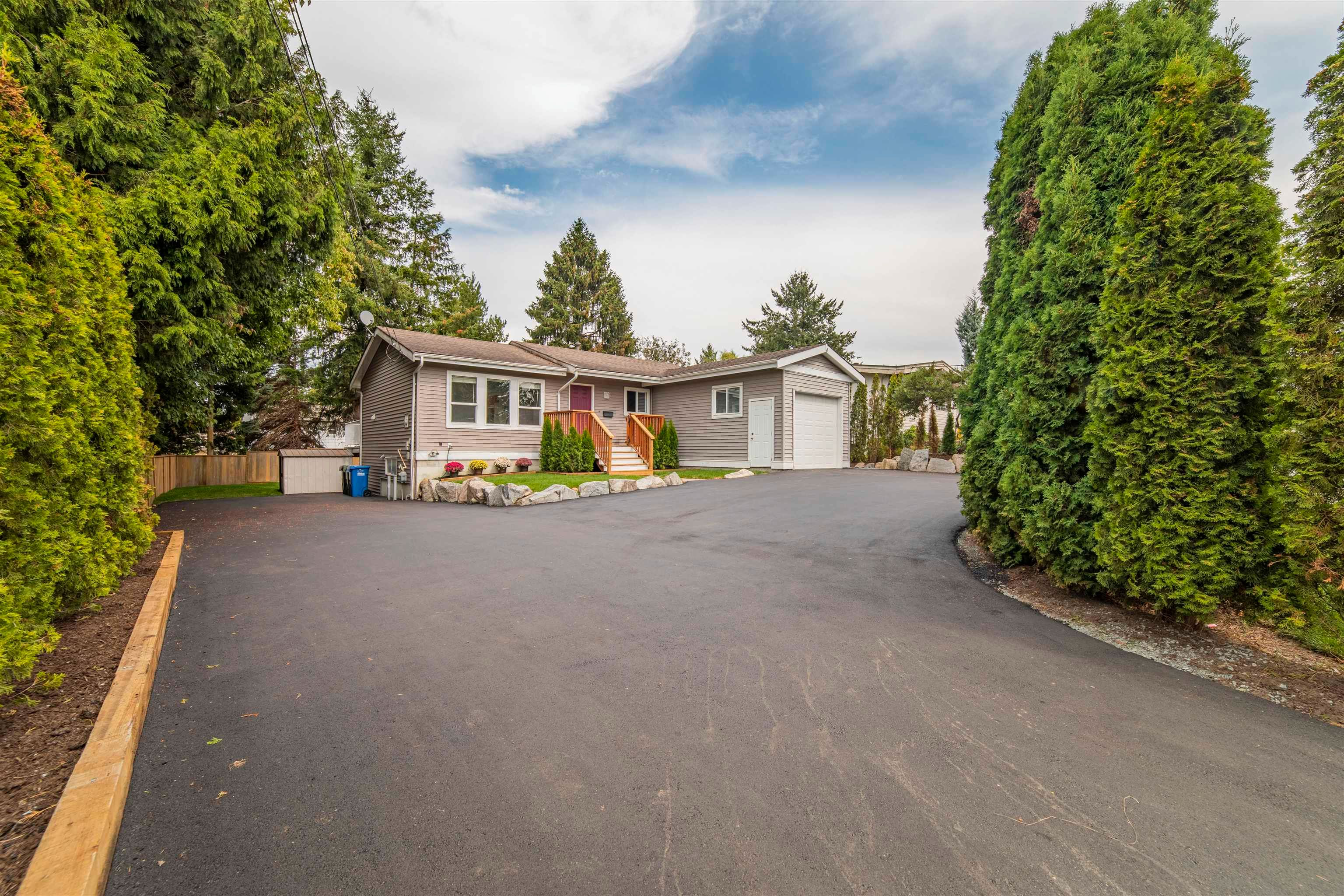 Main Photo: 34649 MARSHALL Road in Abbotsford: Central Abbotsford House for sale : MLS®# R2615515
