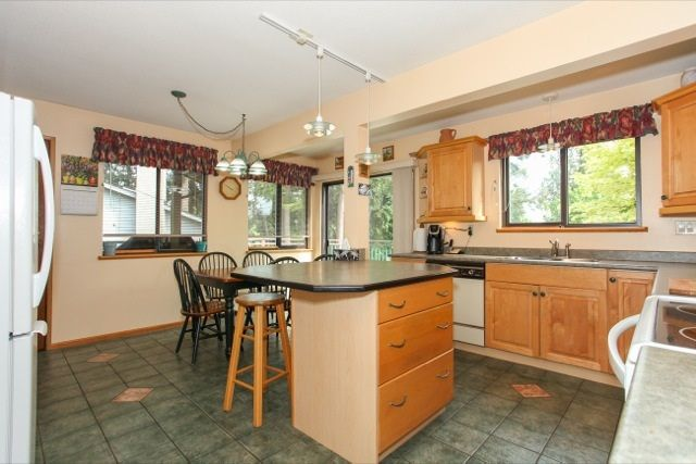 """Photo 7: Photos: 6079 132A Street in Surrey: Panorama Ridge House for sale in """"North Ridge"""" : MLS®# R2065157"""