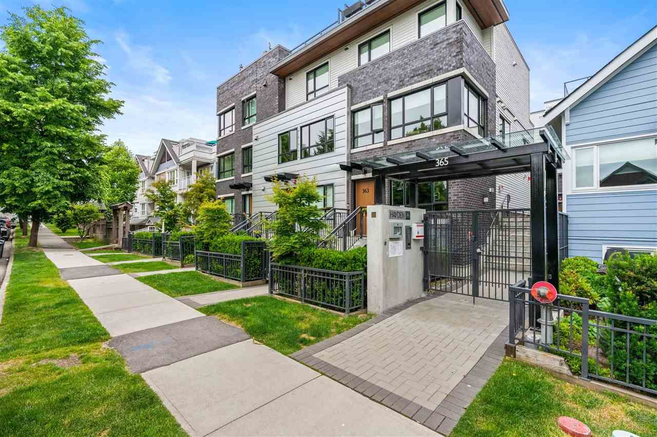 Main Photo: 4 365 E 16 AVENUE in Vancouver: Mount Pleasant VE Townhouse for sale (Vancouver East)  : MLS®# R2592341