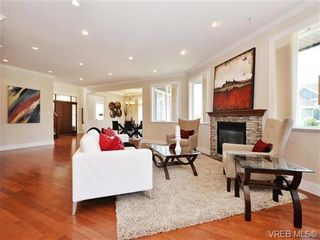 Photo 3: 2190 Stone Gate in VICTORIA: La Bear Mountain House for sale (Langford)  : MLS®# 742142