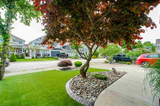 """Photo 2: 8348 209A Street in Langley: Willoughby Heights House for sale in """"Lakeside at Yorkson"""" : MLS®# R2469177"""