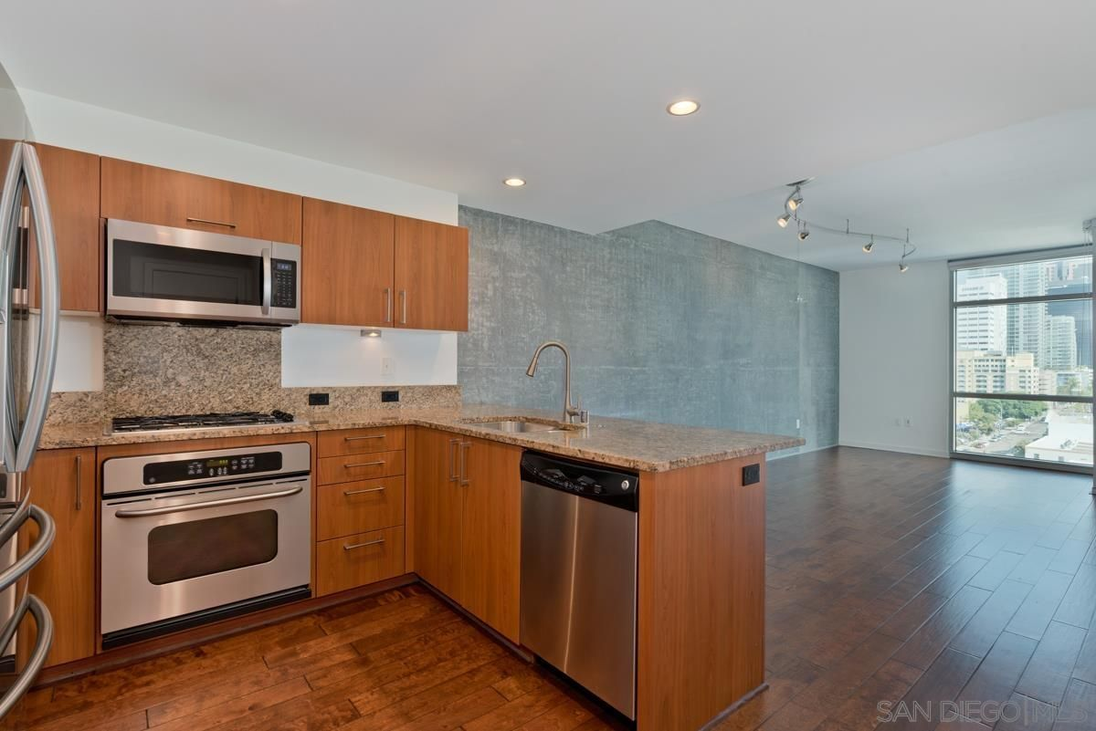 Main Photo: DOWNTOWN Condo for rent : 1 bedrooms : 800 The Mark Ln #1002 in San Diego