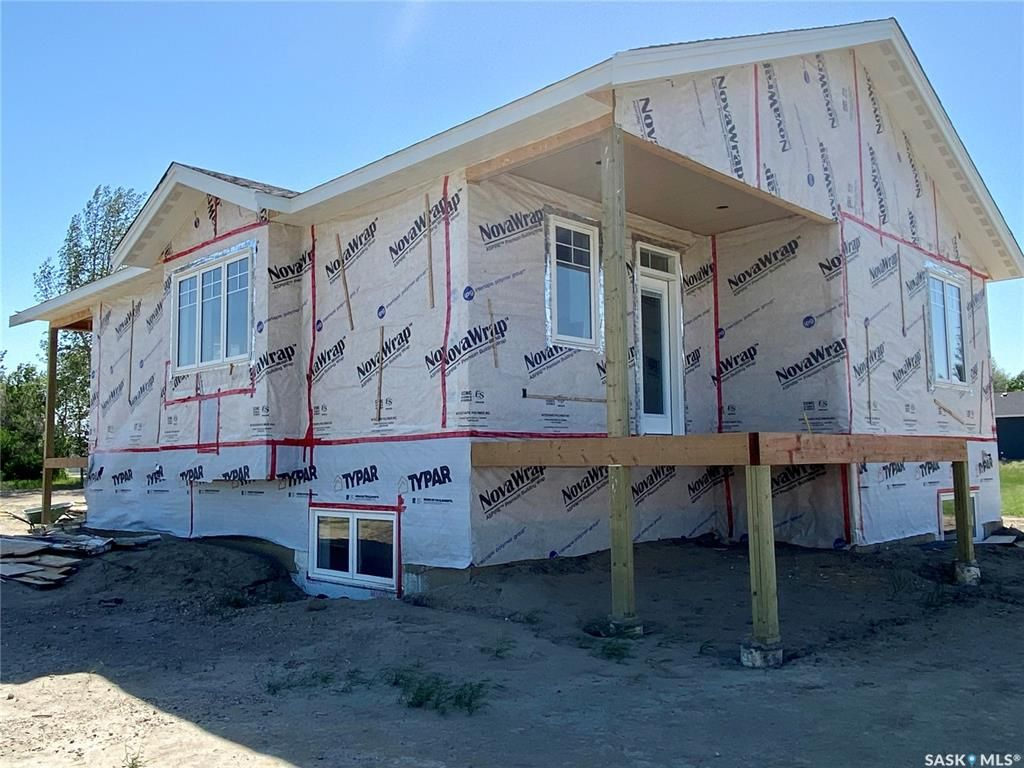 Main Photo: 818 Conquest Avenue in Outlook: Residential for sale : MLS®# SK860876