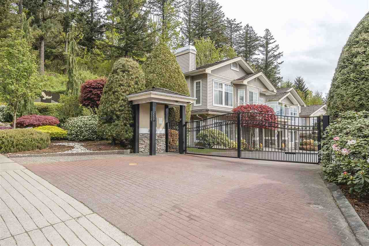 Main Photo: 27 35537 EAGLE MOUNTAIN Drive in Abbotsford: Abbotsford East Townhouse for sale : MLS®# R2572337
