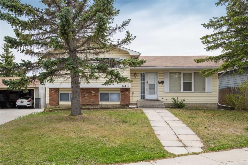 Main Photo: 640 Rundleville Place NE in Calgary: Rundle Detached for sale : MLS®# A1111904