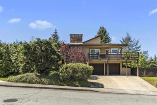 """Photo 2: 3225 SAIL Place in Coquitlam: Ranch Park House for sale in """"Ranch Park"""" : MLS®# R2455319"""