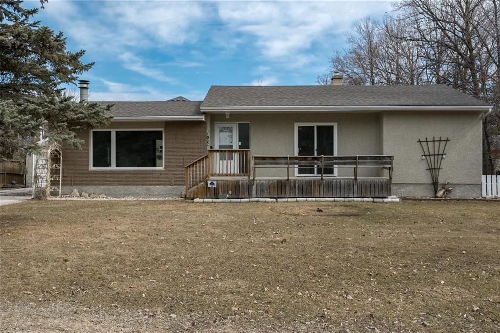 Main Photo: 108 Minnetonka Street in Winnipeg: Bright Oaks Residential for sale (2C)  : MLS®# 202007220