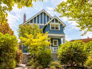 """Photo 3: 3878 W 15TH Avenue in Vancouver: Point Grey House for sale in """"Point Grey"""" (Vancouver West)  : MLS®# R2625394"""