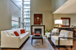 Photo 1: 2 3750 EDGEMONT BOULEVARD in North Vancouver: Edgemont Townhouse for sale : MLS®# R2152238