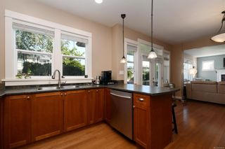 Photo 7: 4010 South Valley Dr in : SW Strawberry Vale House for sale (Saanich West)  : MLS®# 857679