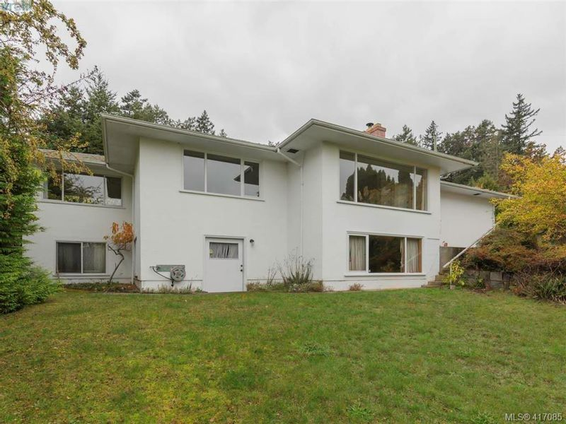 FEATURED LISTING: 3985 Hollydene Pl VICTORIA