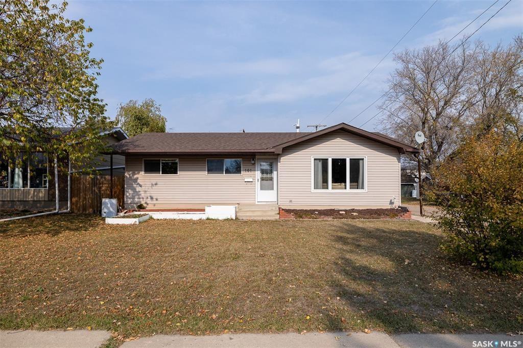Main Photo: 101 2nd Street West in Langham: Residential for sale : MLS®# SK873646