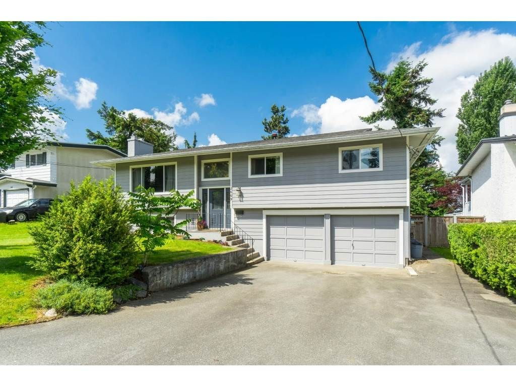 """Main Photo: 2669 VALEMONT Crescent in Abbotsford: Abbotsford West House for sale in """"West Clearbrook"""" : MLS®# R2460646"""