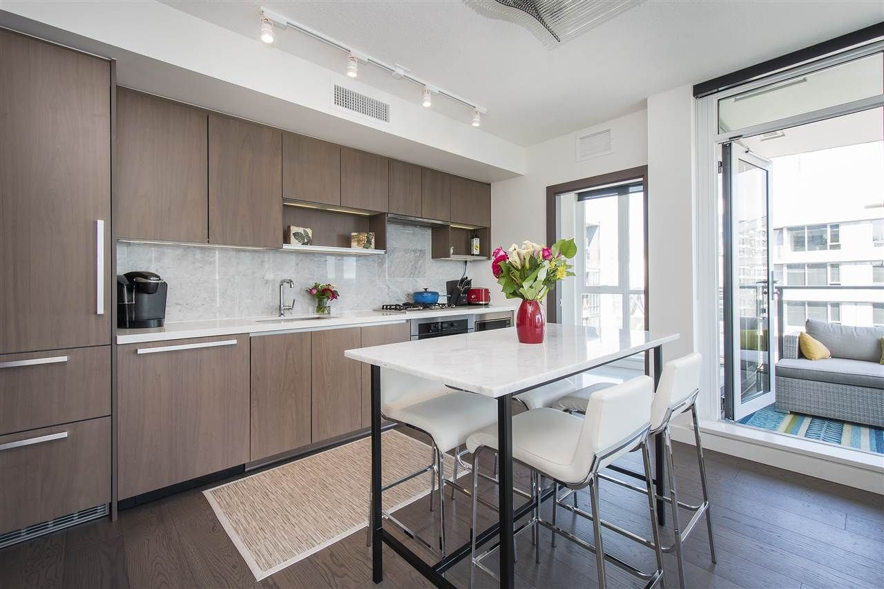 """Photo 2: Photos: 1908 68 SMITHE Street in Vancouver: Downtown VW Condo for sale in """"1 PACIFIC"""" (Vancouver West)  : MLS®# R2216431"""