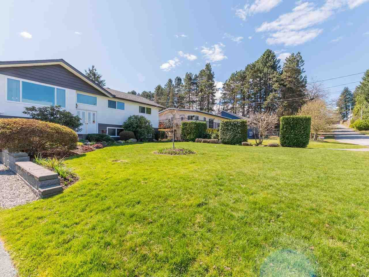 Photo 2: Photos: 808 REGAN Avenue in Coquitlam: Coquitlam West House for sale : MLS®# R2563486
