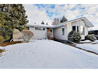 Photo 2: 2612 LAUREL Crescent SW in Calgary: Lakeview House for sale : MLS®# C4050066