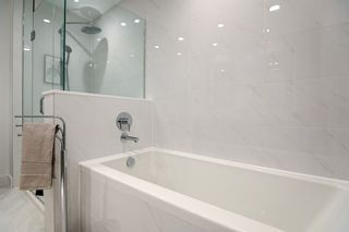 """Photo 14: 101 707 E 3RD Street in North Vancouver: Lower Lonsdale Condo for sale in """"Green on Queensbury"""" : MLS®# R2453734"""
