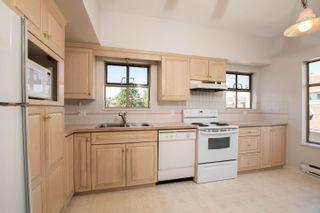 "Photo 7: 301 1118 55 Street in Delta: Tsawwassen Central Condo for sale in ""CAMBRIDGE PLACE"" (Tsawwassen)  : MLS®# R2596618"