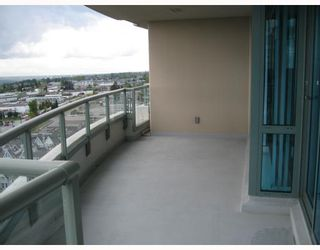 """Photo 8: 1703 6611 SOUTHOAKS Crescent in Burnaby: Middlegate BS Condo for sale in """"GEMINI I"""" (Burnaby South)  : MLS®# V667416"""