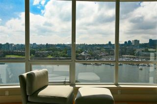 "Photo 5: 905 1328 MARINASIDE Crescent in Vancouver: Yaletown Condo for sale in ""THE CONCORD"" (Vancouver West)  : MLS®# R2134660"