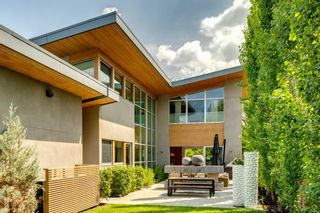 Main Photo: 201 Superior Avenue SW in Calgary: Scarboro Detached for sale : MLS®# A1121499