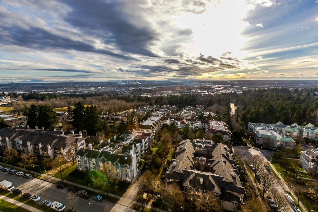 """Photo 1: Photos: 1903 7368 SANDBORNE Avenue in Burnaby: South Slope Condo for sale in """"MAYFAIR PLACE I"""" (Burnaby South)  : MLS®# R2140930"""