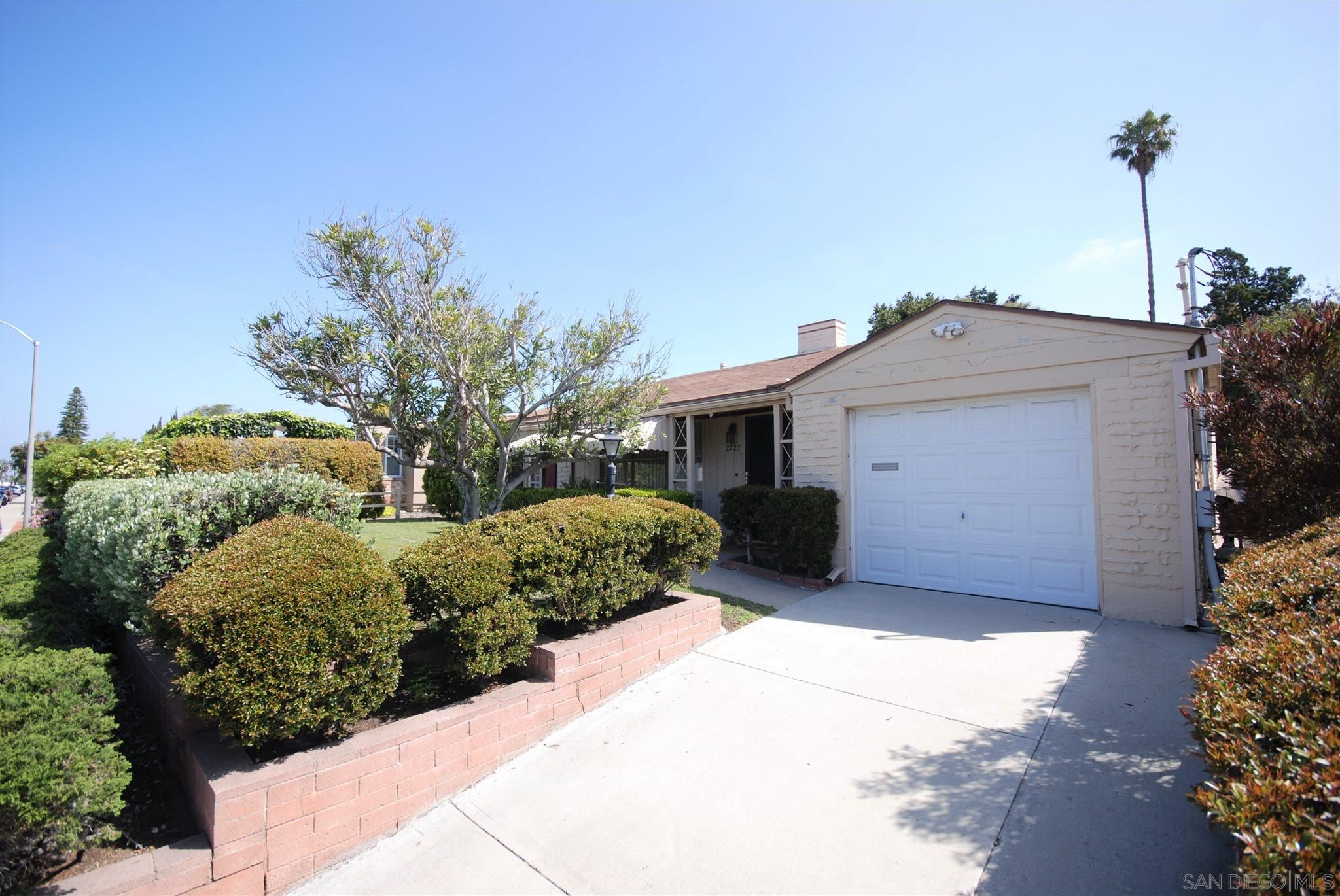 Main Photo: BAY PARK House for sale : 3 bedrooms : 2727 Burgener Blvd in San Diego