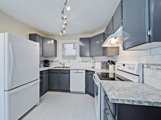 Photo 3: #57 70 BEACHAM WY NW in Calgary: Beddington Heights House for sale : MLS®# C4295026