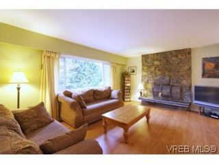 Photo 4: VICTORIA FAMILY HOME = THETIS HEIGHTS FAMILY HOME For Sale SOLD With Ann Watley.
