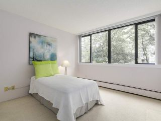 """Photo 3: 304 1740 COMOX Street in Vancouver: West End VW Condo for sale in """"The Sandpiper"""" (Vancouver West)  : MLS®# R2178648"""