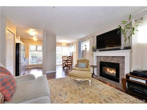 Main Photo: 101 2527 Quadra St in VICTORIA: Vi Hillside Condo for sale (Victoria)  : MLS®# 730763