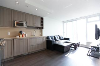 """Photo 4: 2901 5515 BOUNDARY Road in Vancouver: Collingwood VE Condo for sale in """"WALL CENTRE CENTRAL PARK"""" (Vancouver East)  : MLS®# R2293643"""
