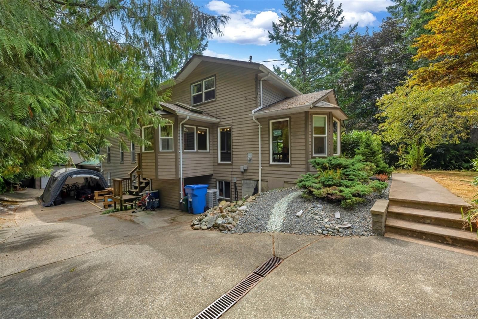 Main Photo: 2657 Nora Pl in : ML Cobble Hill House for sale (Malahat & Area)  : MLS®# 885353