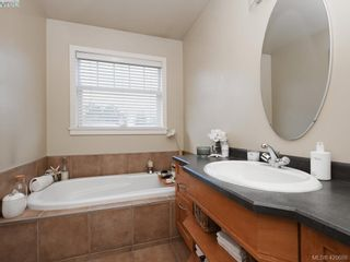 Photo 14: 4142 Auldfarm Lane in VICTORIA: SW Strawberry Vale House for sale (Saanich West)  : MLS®# 832601