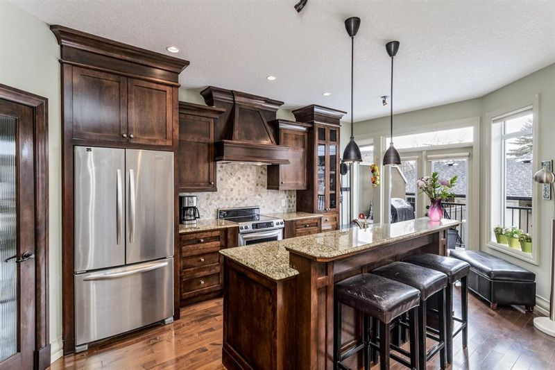 FEATURED LISTING: 4935 21 Avenue Northwest Calgary