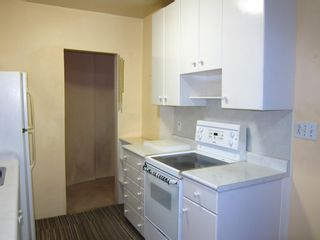 """Photo 12: 208 1565 BURNABY Street in Vancouver: West End VW Condo for sale in """"Seacrest Apartments"""" (Vancouver West)  : MLS®# R2437504"""