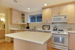 Photo 19: 952 LEE Street: White Rock House for sale (South Surrey White Rock)  : MLS®# R2351261