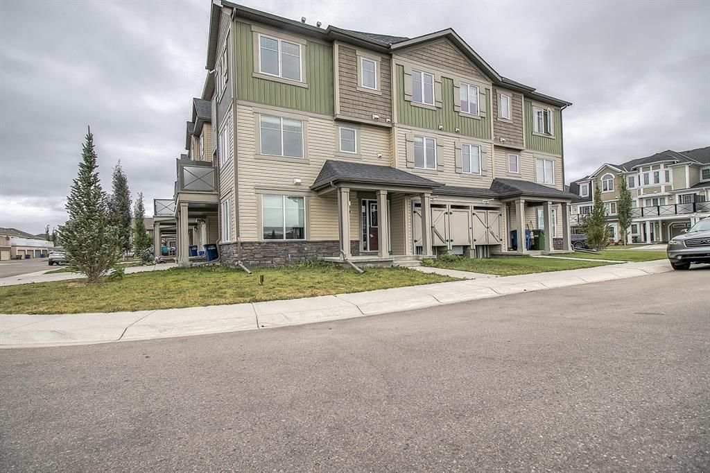 Main Photo: 129 Windstone Park SW: Airdrie Row/Townhouse for sale : MLS®# A1137155