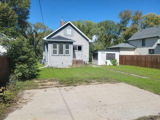 Photo 3: 218 Yale Avenue East in Winnipeg: West Transcona Residential for sale (3L)  : MLS®# 202122243