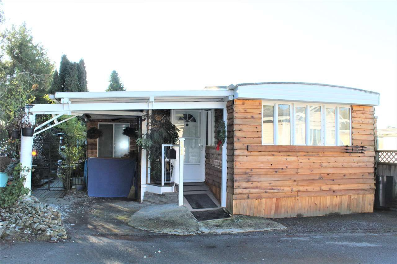 Single-wide with an extension on private pad lot