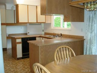Photo 6: 2230 Edgelow St in VICTORIA: SE Arbutus House for sale (Saanich East)  : MLS®# 683251
