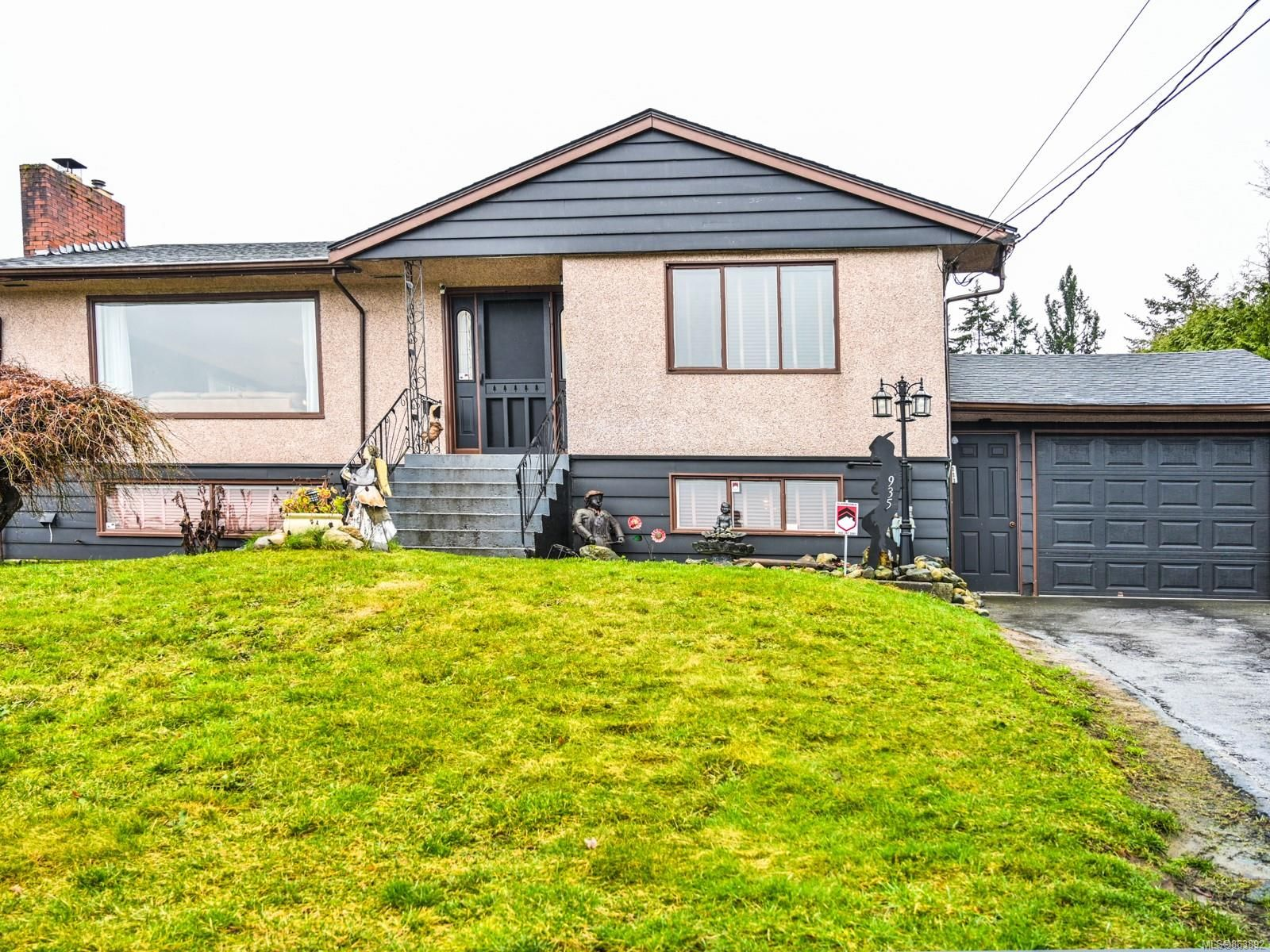 Main Photo: 935 Brechin Rd in : Na Departure Bay House for sale (Nanaimo)  : MLS®# 863892
