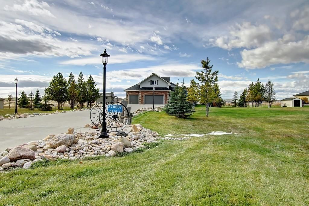 Main Photo: 370007 48 Street E: Rural Foothills County Detached for sale : MLS®# A1083666