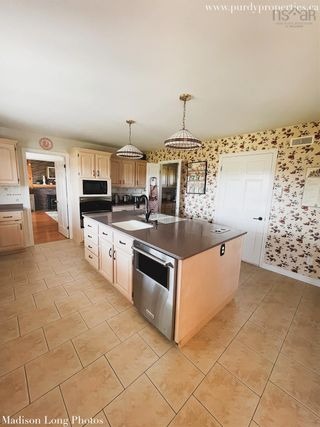 Photo 3: 190 Collins Road in Port Williams: 404-Kings County Residential for sale (Annapolis Valley)  : MLS®# 202125102